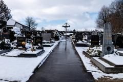 An der Friedhofsmauer