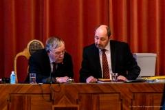 Altersvorsitz Einweisung - Peter Hofbauer hört sich das an